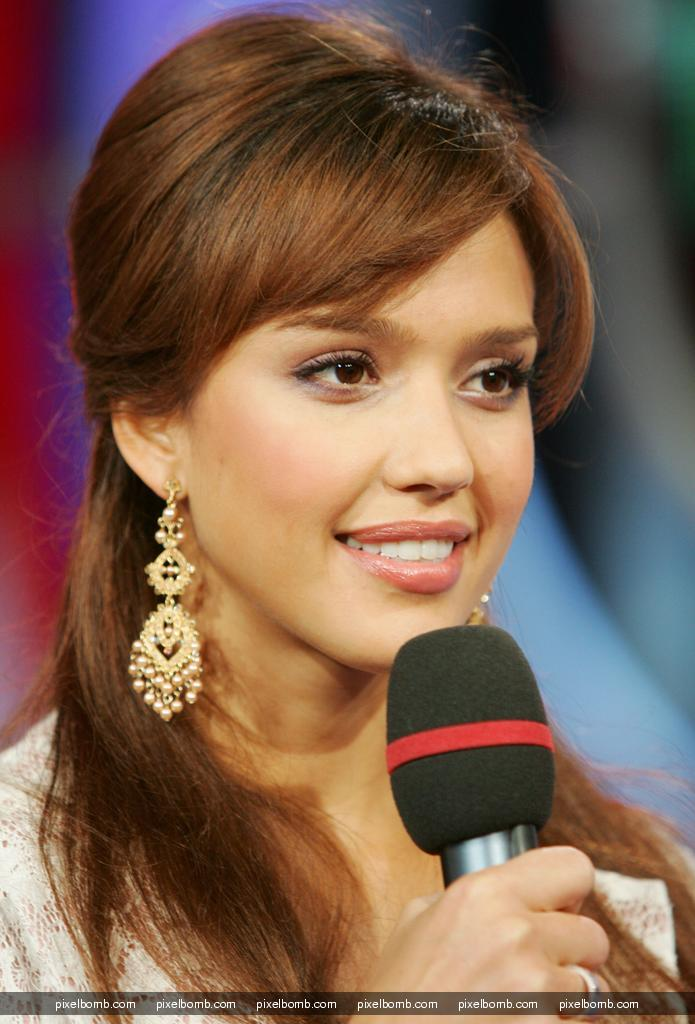 Jessica Alba will get naked