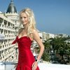 Adriana Karembeu exposed her cleavage in Cannes