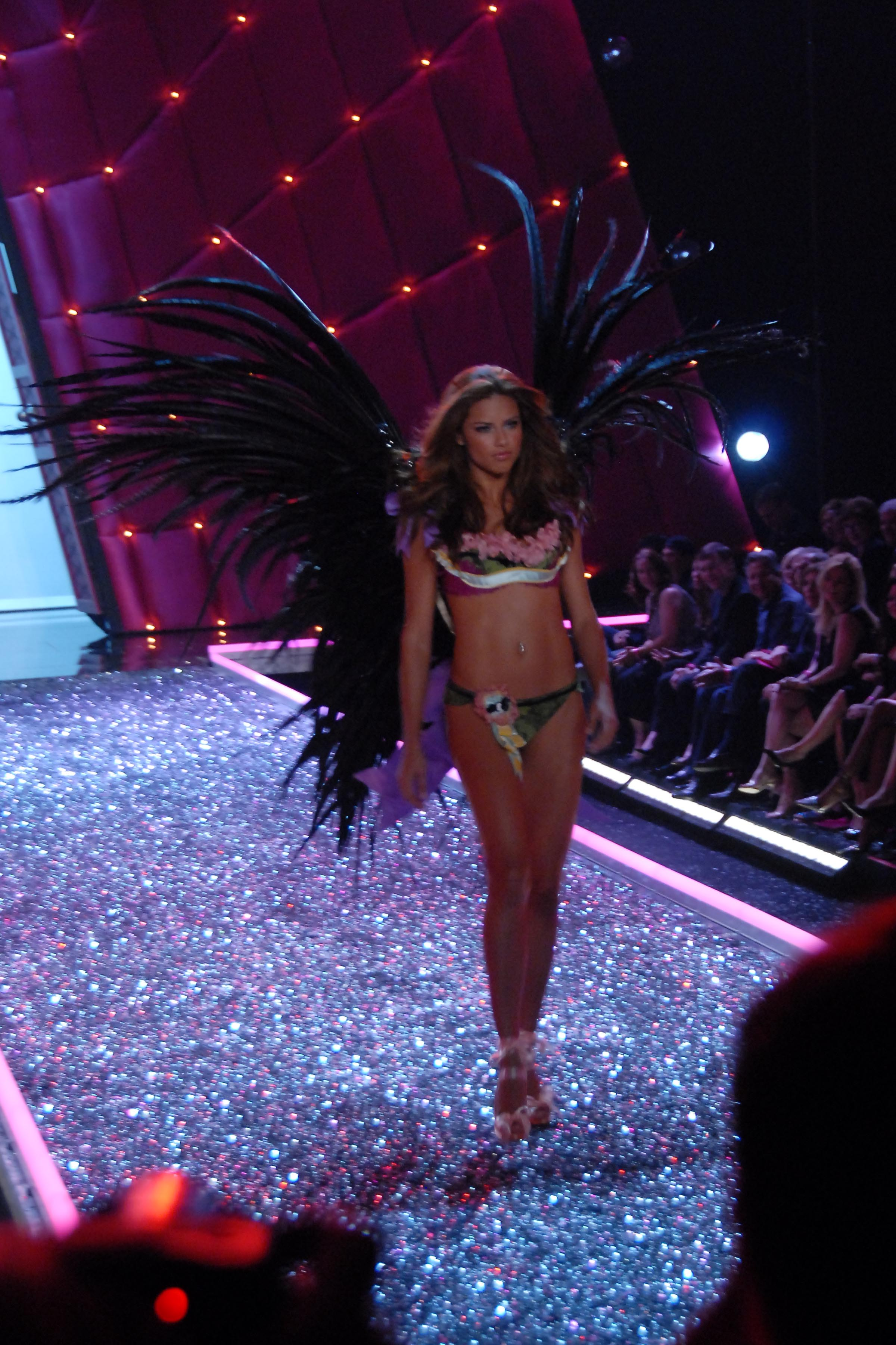 Victoria's Secret Angels Fashion Show pictures Adriana Lima