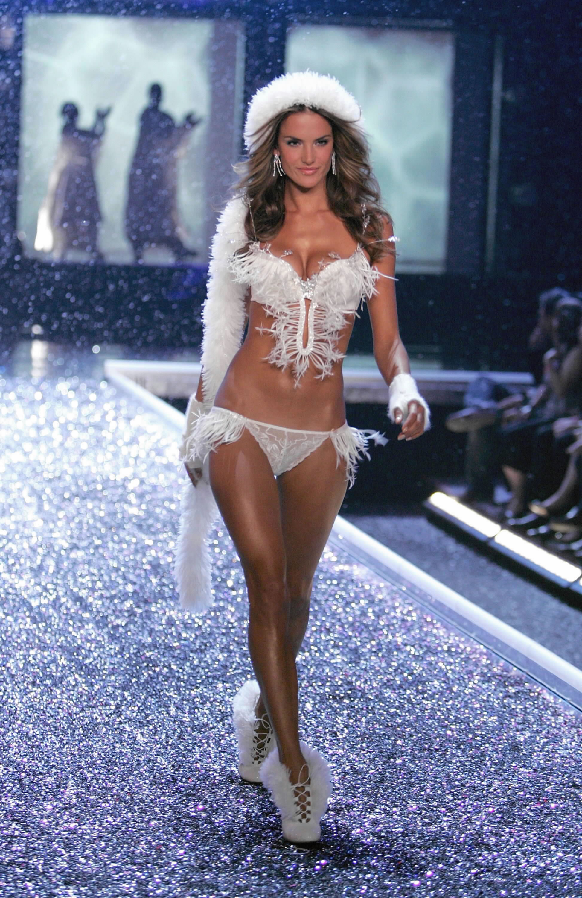 Victoria's Secret Angels Fashion Show pictures Alessandra Ambrosio