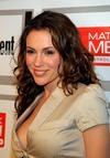 Alyssa Milano exposed her side boob and cleavage