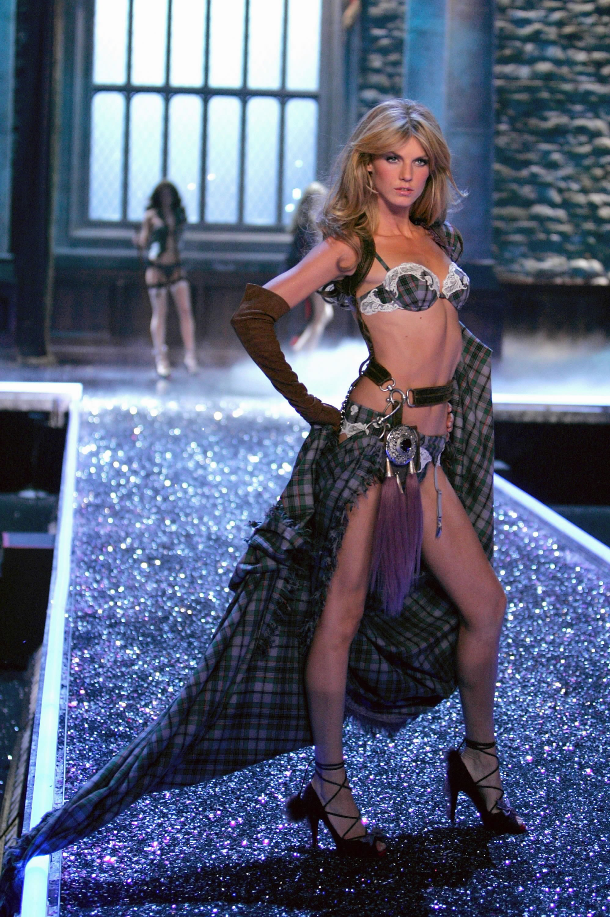 Victoria's Secret Angels Fashion Show pictures Angela Lindvall