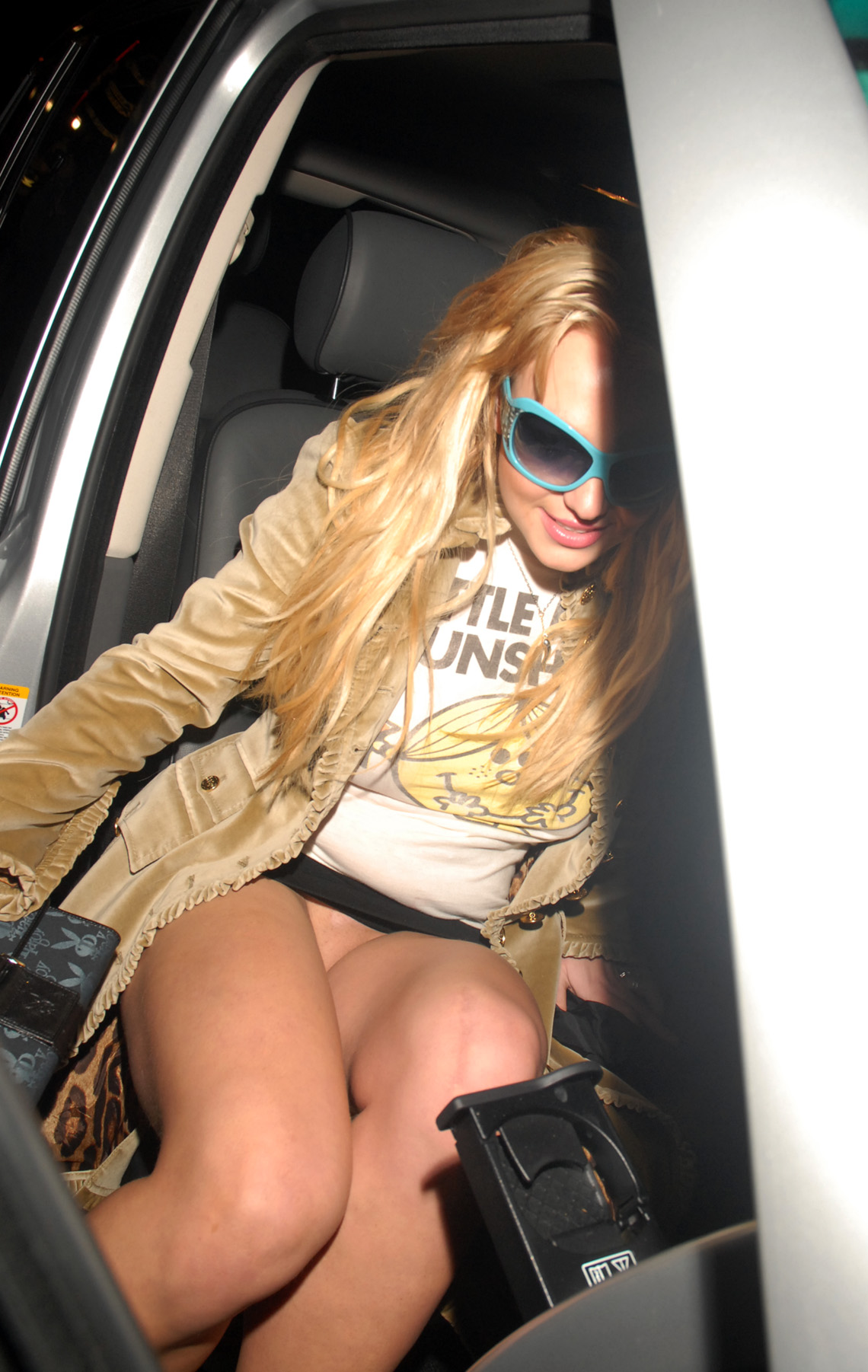 Britney Spears upskirt crotch flash