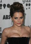 Brittany Murphy exposed her cleavage