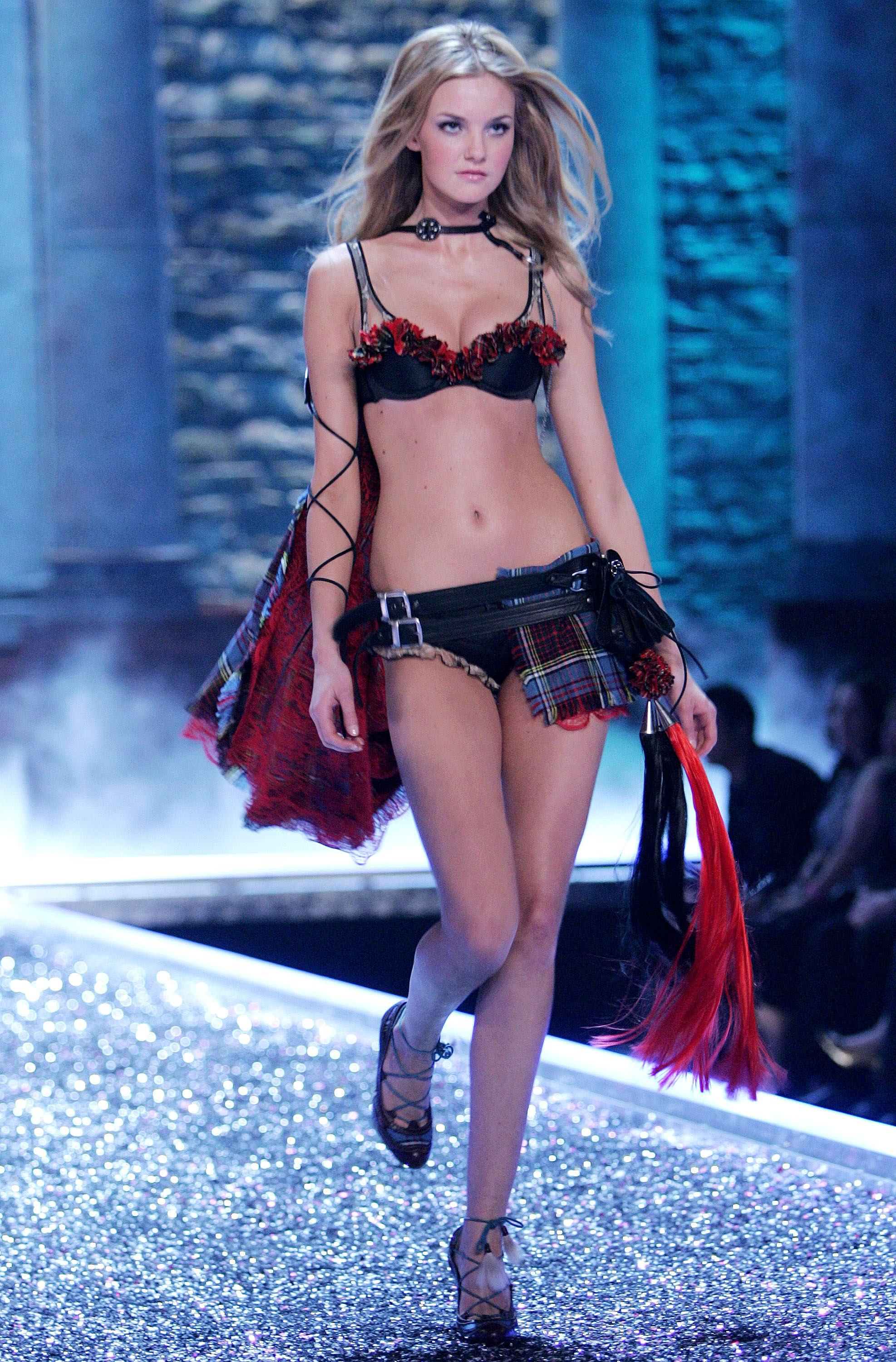 Victoria's Secret Angels Fashion Show pictures Caroline Trentini