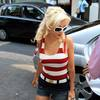 Christina Aguilera exposed her cleavage and bra