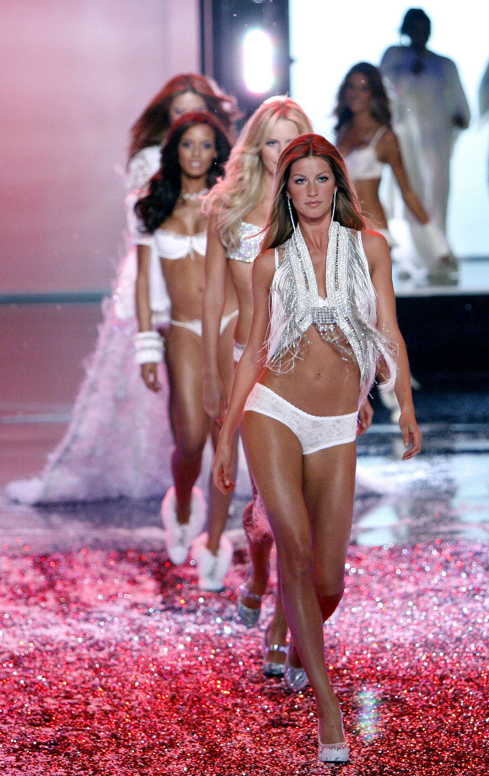 Victoria's Secret Angels Fashion Show pictures Gisele Bundchen