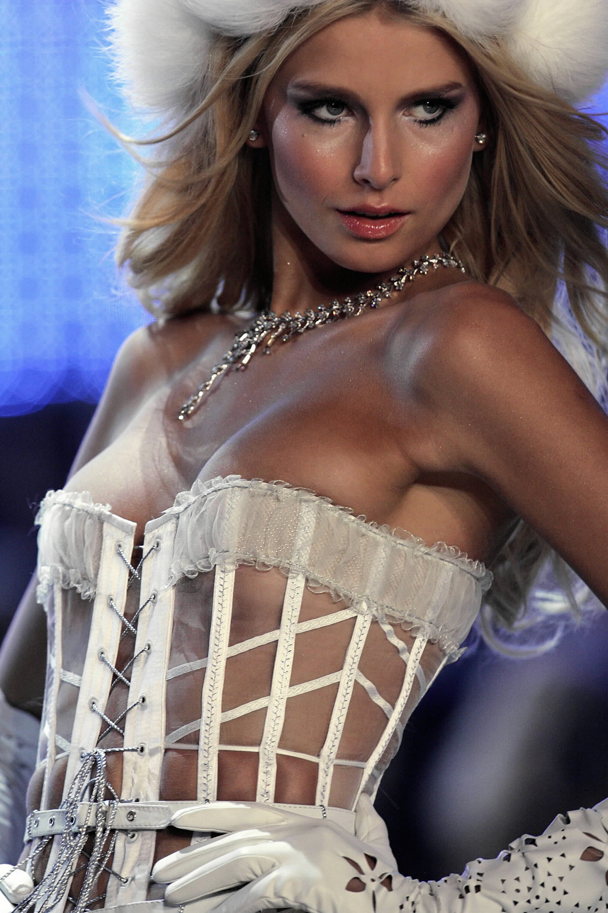 Victoria's Secret Angels Fashion Show pictures Hana Soukupova