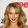 Hayden Panettiere exposed her cleavage in a red dress