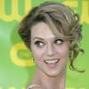 Hilarie Burton exposed her cleavage
