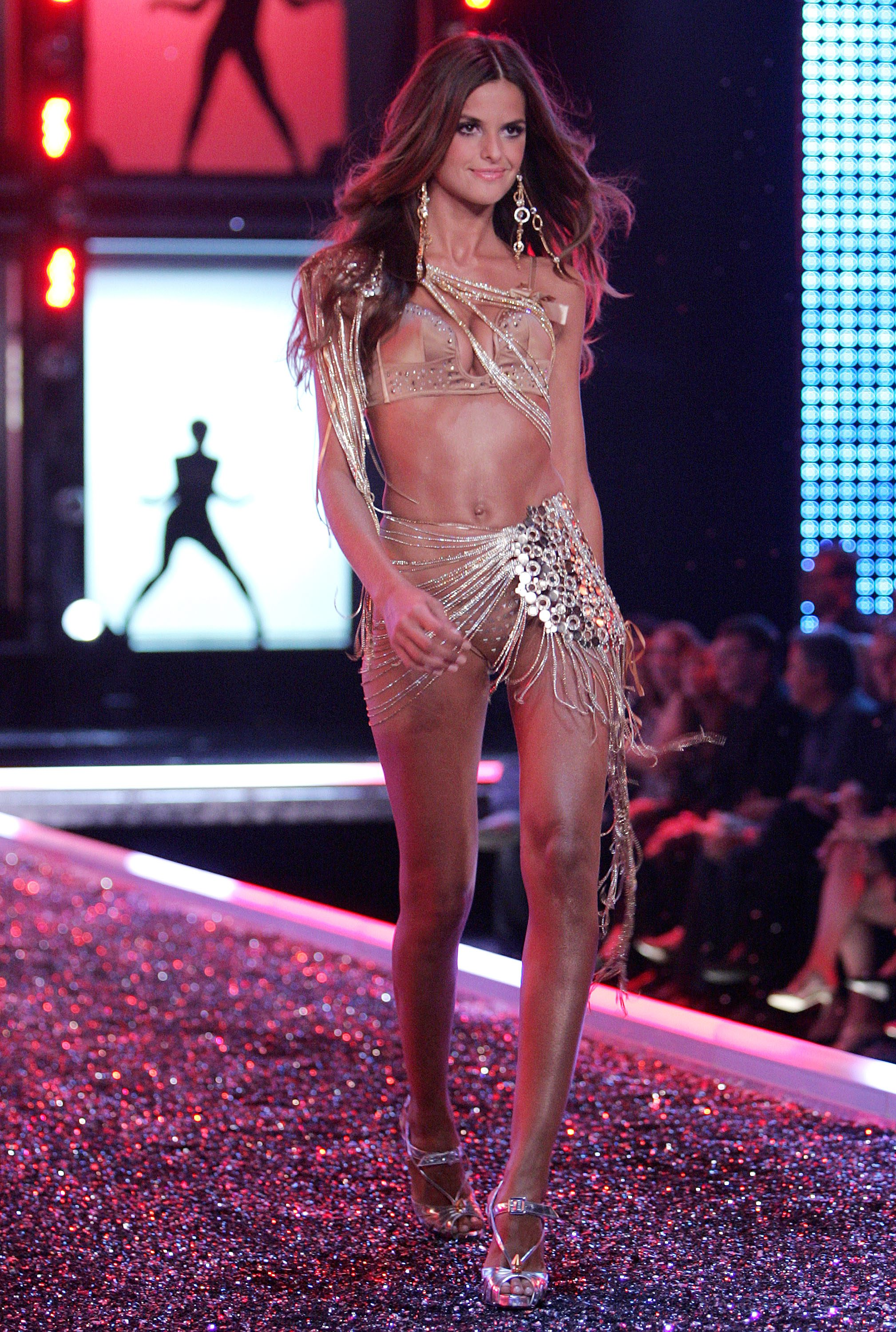 Victoria's Secret Angels Fashion Show pictures Izabel Goulart