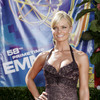 Jamie Pressly exposed her cleavage