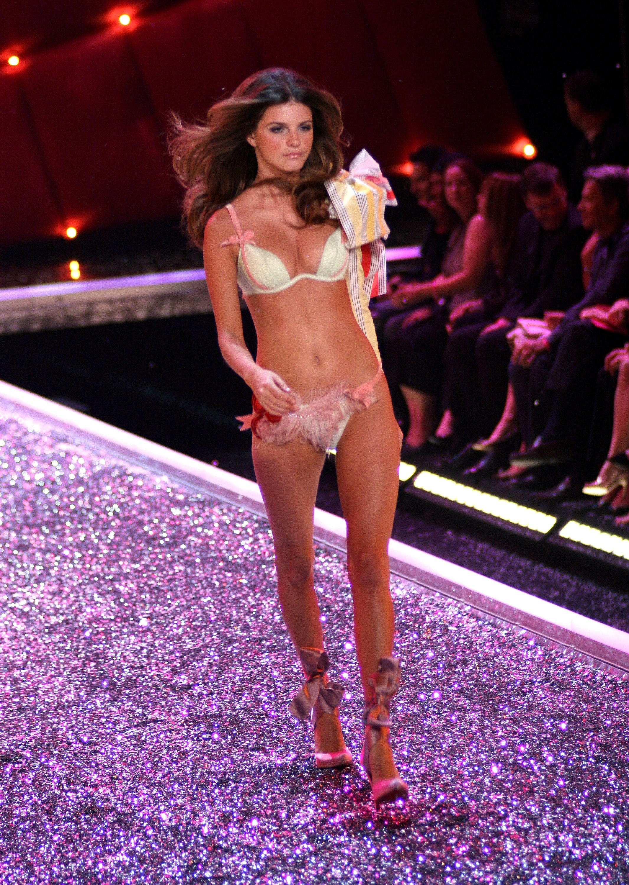 Victoria's Secret Angels Fashion Show pictures Jeisa Chiminazzo