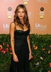 Jessica Alba exposed her black lace bra