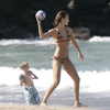Jessica Alba exposed her striped bikini
