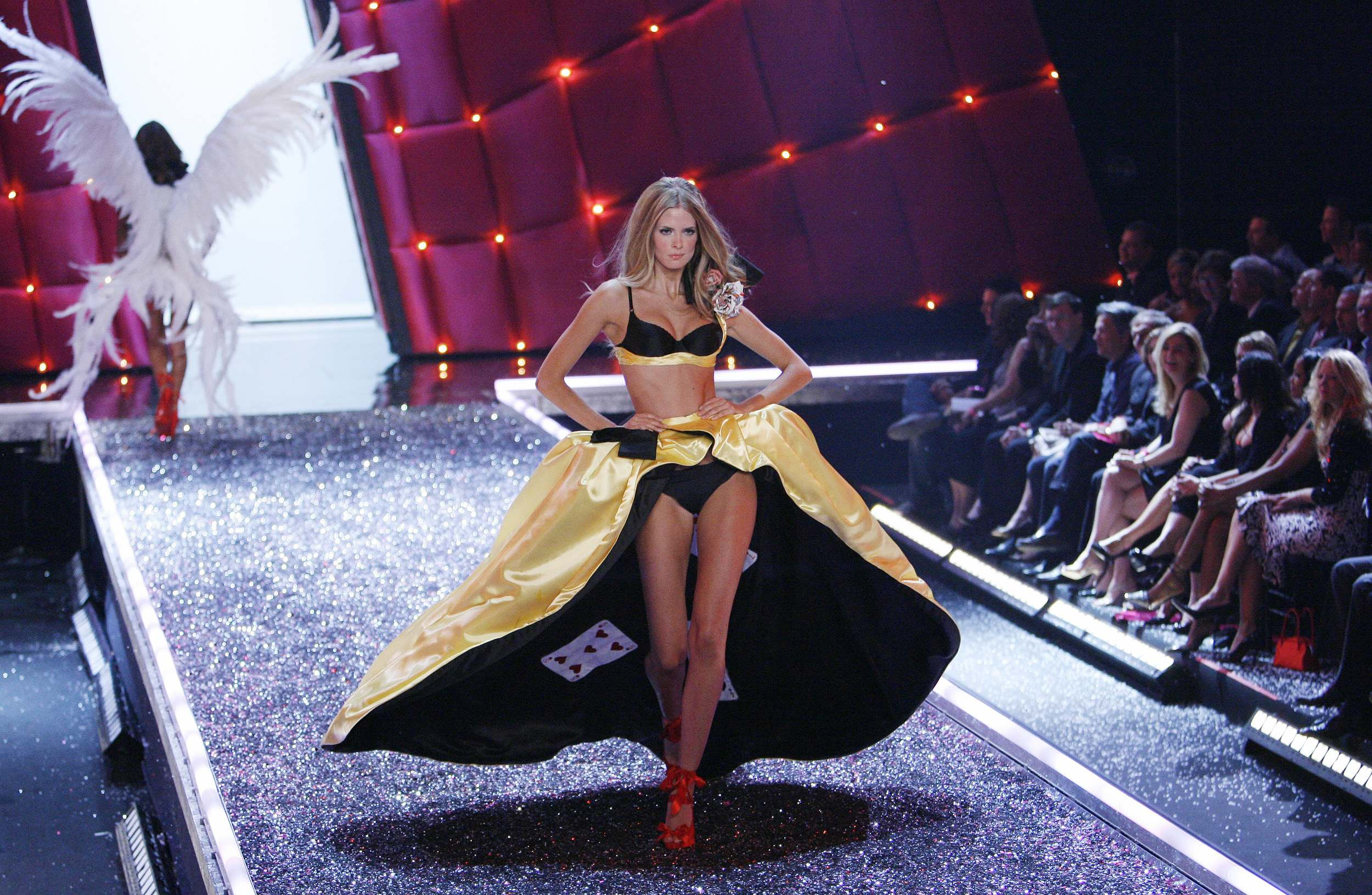 Victoria's Secret Angels Fashion Show pictures Julia Stegner