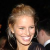 Karolina Kurkova exposed her plunging cleavage