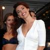 Kelly Brook exposed her cleavage and bra peek