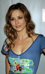 Linda Cardellini exposed her cleavage in a shirt