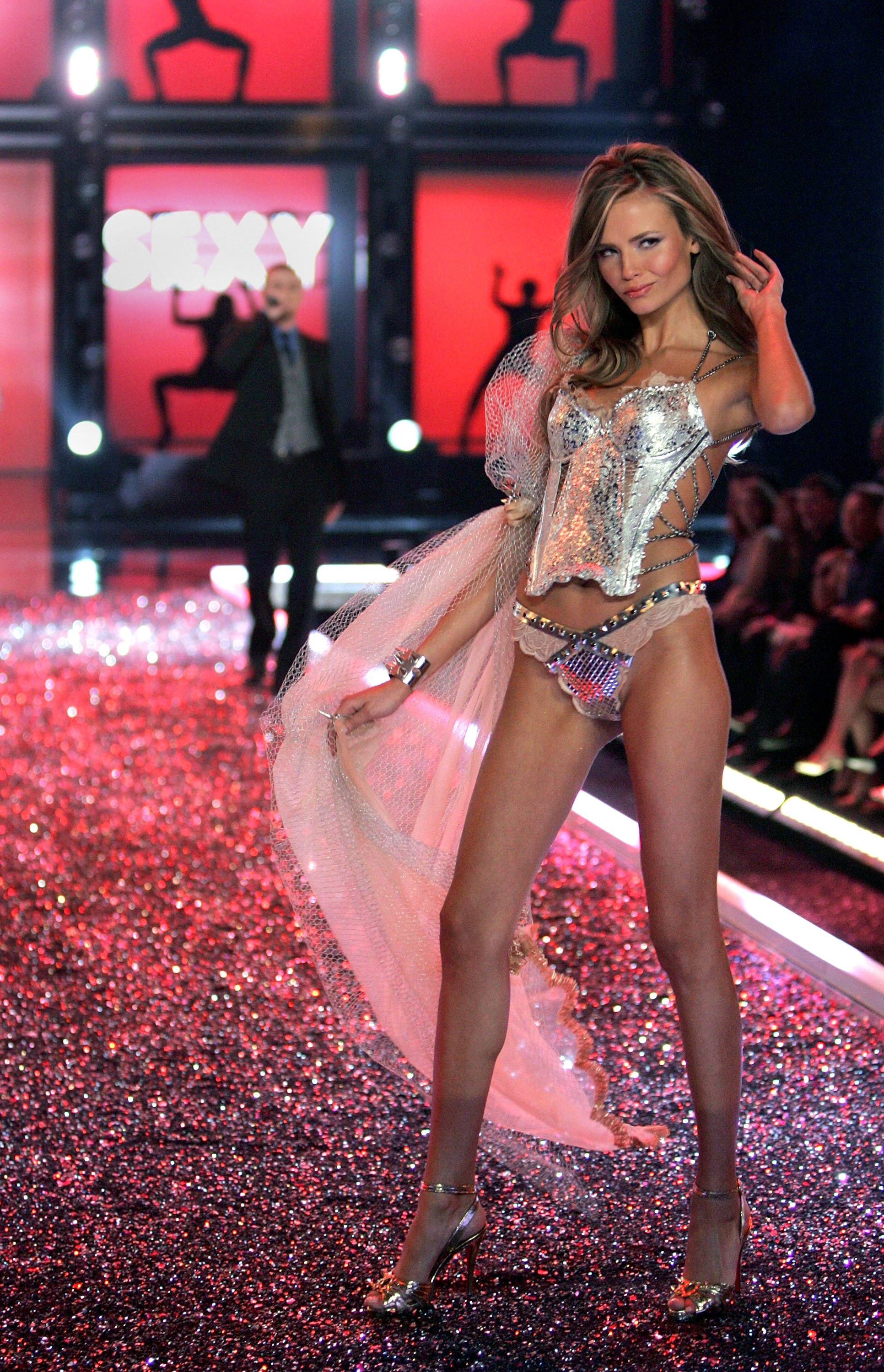 Victoria's Secret Angels Fashion Show pictures Natasha Poly