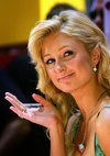 Paris Hilton exposed her cleavage in a green dress