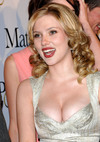 Scarlett Johansson exposed her cleavage