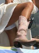 Sienna Miller exposed her white panties upskirt