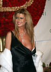 Tara Reid exposed her boob