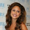 Vanessa Minnillo exposed her cleavage